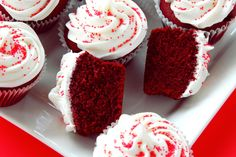 Create a heavenly party dessert with the red velvet cake and cupcakes recipe from Pink Frosting Parties. Bolo Red Velvet Receita, Red Velvet Cake Rezept, Red Velvet Cupcakes, Purple Cupcakes, Food Cakes, Cupcake Recipes, Cupcake Cakes, Dessert Recipes, Cupcake Party