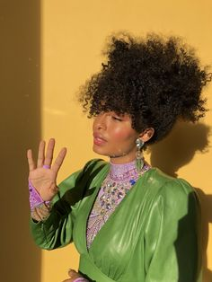 Yara Shahidi's hairstylist Nai'vasha Johnson on selling homes to styling celebrity manes, natural hair myths, personal hair product favorites and more. Halle, Hair Inspo, Hair Inspiration, Rock And Roll, Curly Hair Styles, Natural Hair Styles, Curly Bangs, Curly Bob, Flawless Beauty