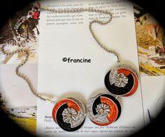 FRANCINE BRICOLE : Tricolores, les trois médaillons à capsules emboîtées forment ce joli collier