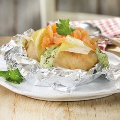 Baked potatoes with smoked salmon recipe WW Germany - Now cook baked potatoes with smoked salmon in 0 and discover numerous other Weight Watchers recipes - Keto Recipes, Cake Recipes, Smoked Salmon Recipes, Salmon Patties Recipe, Baked Salmon, Evening Meals, Eating Plans, Keto Dinner, A Food
