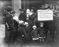 A homeless family in Fleet Street, November 1919. Getty Images/Hulton Archive