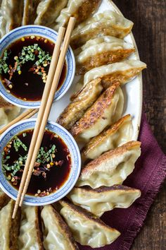 Spicy Sichuan Vegan Potstickers - The Wanderlust Kitchen - -You can find Wanderlust and more on our website.Spicy Sichuan Vegan Potstickers - The Wanderlust Kitchen - - Vegan Foods, Vegan Dishes, Vegan Vegetarian, Thai Vegan, Paleo, Think Food, Love Food, Aperitivos Vegan, Vegan Potstickers