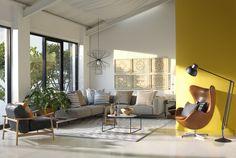 Un soggiorno ampio con grandi finestre che lasciano entrare la luce del sole…