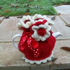 Hand knitted red tea cosy.
