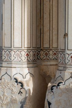 Indian Architecture, Ancient Architecture, Architecture Details, Amer Fort, Sandstone Wall, Vintage India, Ludwig Mies Van Der Rohe, Fortification, Agra
