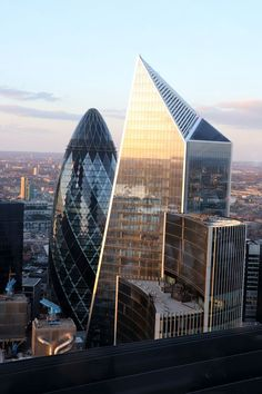 Sky Garden View of the Gherkin London Attractions, London Landmarks, London Sky Garden, Gherkin London, Ancient Greek Architecture, Gothic Architecture, London Architecture, Sunday In London, London Dreams