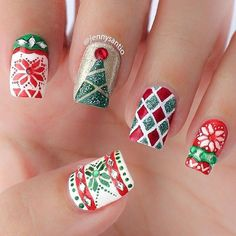 A perfect and Christmas ready nail art design. Paint on various details of Christmas sweater designs on your nails. Use glitter polish to make them stand out and cover with base coat afterwards.