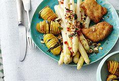 Spargel mit Schnitzel und Nussvinaigrette Vinaigrette, Easy Meals, Easy Recipes, Chicken Wings, Meat, Food, Asparagus, Easy Keto Recipes, Easy Food Recipes