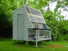 Carlos lives in New Windsor, N.Y. Like all the other people Carlos took the basic design and modified it to suit his needs. Carlos added a aviary under the landing board for more outside space and used clear roofing for more light inside. - pigeon loft coop