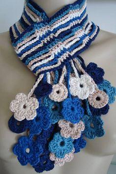 Um cachecol feito com cores combinadas, em linha de algodão. Forma um lindo efeito de cascata de flores na parte frontal. Pode ser feito em outras combinações de cores: Consulte