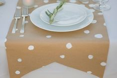 cute simple table runner idea from effortless style blog.