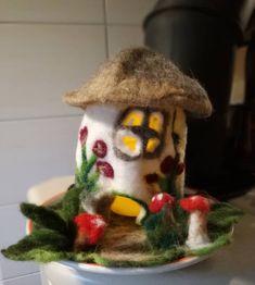 Pilzhaus gefilzt mit Beleuchtung und eigenem Pilzgarten