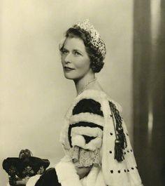 Elizabeth Gordon-Lennox, Duchess of Richmond, wearing the Richmond Tiara, United Kingdom (diamonds). Worn at the 1937 coronation of King George VI. © National Portrait Gallery, London.