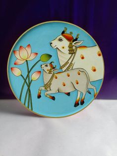 This is beautiful wooden plate handpainted Pichwai style cows decoration for homes Kerala Mural Painting, Cow Painting, Madhubani Painting, Pichwai Paintings, Indian Art Paintings, Traditional Paintings, Traditional Art, Rajasthani Art, Wooden Plate