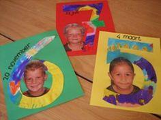 * Vel papier versierd met wasco en ecoline hierop staat al de leeftijd. Uitknippen en dan de foto erbij plakken.