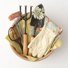 Garden tools cute gifts and gift sets on pinterest for Pretty garden tools set