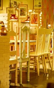 funky mix of chairs = beautiful café style!