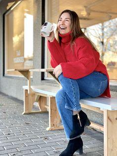 Limited edition ankelskoletter, designet i Norge med kun 60 par i hele verden. Bell Bottoms, Bell Bottom Jeans, Mom Jeans, Elegant, Winter, Pants, How To Wear, Outfits, Design
