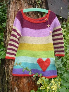 Love the colors Ravelry: Kuniberts Rainbow Dress - Do It Yourself Girls Knitted Dress, Knit Baby Dress, Knitted Baby Clothes, Crochet Cardigan, Knit Crochet, Baby Dress Patterns, Baby Knitting Patterns, Knitting For Kids, Knitting Projects