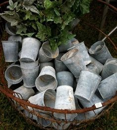 What is Brocante Why is it Popular? - Vintage American Home Garden Shop, Garden Pots, Garden Junk, Garden Cottage, Vibeke Design, Potting Sheds, Potting Benches, Galvanized Metal, Container Gardening