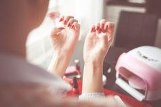 Jak pielęgnować paznokcie domowymi sposobami? Przygotowaliśmy dla Was kilka wskazówek! :)
