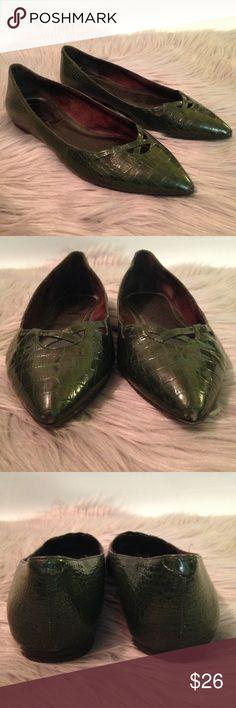 LOFT green faux alligator pointed toe flat vegan 6