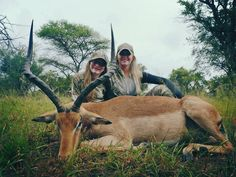 Prois Pro-Staffer Rebecca Francis with her daughter Aspen's beautiful Impala #prois #proiswasthere #hunting #Safari #womenhunting