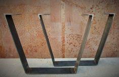 Dieser moderne Tisch Bein Design ist einfach und dennoch sehr Modern. Sie sind in der Form eines Trapezes und die untere Breite ist etwa 6 Zoll kleiner als die obere Breite. Obere Breite ist 24 oder kann kleiner sein, wenn angefordert. Tischbeine bestehen aus 3 x 1/4 Flachstahl Stahl. Finish-Optionen, die im Preis enthalten sind: -Natürliche Stahl (Rost anfällig!) -Rote Grundierung -Flach schwarz Aufpreis für Finish und müssten durch benutzerdefinierte Reihenfolge erworben werden:: -Klar...