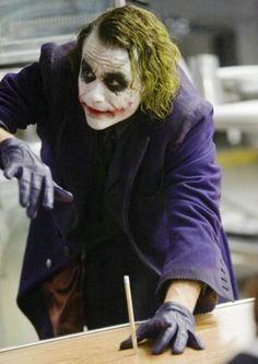 The Joker(heath Ledger)