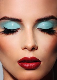 Make Up~Art Fashion~Faces Painted Halloween~Threatrical Red Lips Baby Blue Eyeshadow