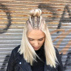 Braids With Hair Rings for Music Festivals Teen Vogue Box Braids Hairstyles, Trendy Hairstyles, Hairstyles 2018, Festival Hairstyles, Coachella Hairstyles Short, Beautiful Hairstyles, Short Haircuts, Cute Hairstyles For Teens, Short Beach Hairstyles