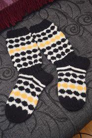 Wkd, Knitting Socks, Mittens, Knit Crochet, Gloves, Crocheting, Adidas, Breien, Knit Socks