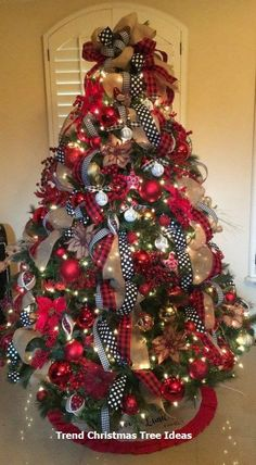 Are you searching for images for farmhouse christmas decor? Check out the post right here for amazing farmhouse christmas decor ideas. This particular farmhouse christmas decor ideas seems to be totally terrific. Black Christmas Decorations, Black Christmas Trees, Ribbon On Christmas Tree, Beautiful Christmas Trees, Christmas Tree Themes, Plaid Christmas, Christmas Wreaths, Christmas Ideas, How To Decorate Christmas Tree