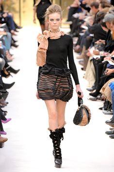 Louis Vuitton Fall 2009 Ready-to-Wear Fashion Show - Nimue Smit