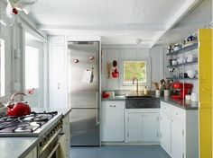 I could work in this kitchen, it is bright and open and I like the pops of color. The gas stove and big counter next to it are awesome.