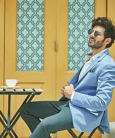 Indian Celebrities, Bollywood Celebrities, Chocolate Boys, Boy Photography Poses, King Of My Heart, King Of Kings, Bollywood Stars, Film Industry, Prince Charming