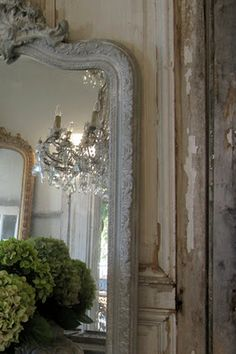 (opposites) attract.. the florals are new + fresh, the walls are worn + have stories to tell.. the gorgeous mirrors + chandelier = cherry on top! white, green, crystal, vintage, distressed, large mirror