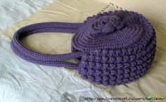 a whole page of crocheted bags and their diagrams