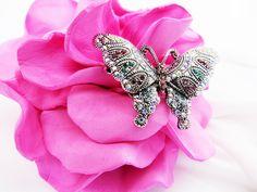 Ещё Яркая изящная брошь Бабочка. Притягательная бабочка — комбинированный металл серебряного тона, крылышки покрыты цветными кристаллами. Размер: длина 3 см., ширина максимального размаха крыльев 4,5 см. Brooch, Jewelry, Fashion, Moda, Jewlery, Jewerly, Fashion Styles, Brooches, Schmuck