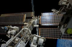 """Sam Cristoforetti on Twitter: """"A lot of critical equipment of #ISS is out there on the truss, in the vacuum of #space. #OurOutpostInSpace http://t.co/D3HGtP3COu"""""""