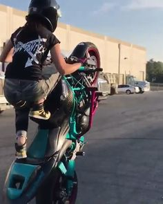 Kawasaki Ninja Motorcycle Wheelie Stunts - The Kawasaki Ninja is a 600 cc class motorcycle in the Ninja sport bike series from the Japan - Stunt Bike, Biker Chick, Biker Girl, Biker Boys, Motorcycle Couple, Motorcycle Hair, Grom Motorcycle, Motorcycle Logo, Motorcycle Quotes