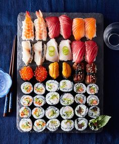 You've Ever Wanted to Know About Making Sushi (But Were Afraid to Ask) We answer the top 5 biggest sushi-making questions.We answer the top 5 biggest sushi-making questions. I Love Food, Good Food, Yummy Food, Sushi Comida, Sushi Sushi, Sushi Japan, Quinoa Sushi, Sushi Party, Sushi At Home