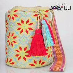 196 отметок «Нравится», 3 комментариев — Just Wayuu (@just.wayuu) в Instagram: «Handcrafted handbags made by indigenous wayuu in the north of Colombia. Worldwide shipping. PayPal…»