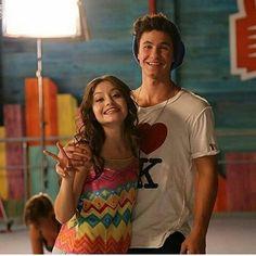 Karol y Michael (Luna y Simon) John Smith, Luna E Simon, Live Action, Aladdin, New Disney Channel Shows, Spanish Tv Shows, Mesh Yoga Pants, Image Fun, Son Luna