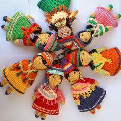 Estas Josefas se preparan para las vacaciones. Colgalas en tu mochila bolso valija cartera. Las Josefas Taller de bordados tejidos y muñecos San Jose de Tinogasta Catamarca Envíos a todo el país #artesanal #telas #costura #sewing #madewithlove #amigurumi #puntadas #sanjosetinogasta #decoracion #deco #llama #diseñoargentino #diseño #weaving #knitting #workingprogress #trends #trabajo #diseñodeautor #diseñolocal #hechoenargentina #crochet #piezasunicas #embroidery #handembroidery #bordadoaman