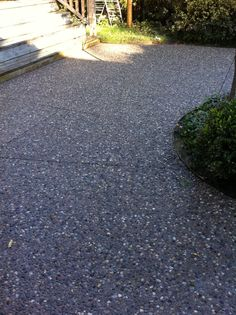 Driveway | Charcoal Color Exposed Aggregate Paving with white quatz