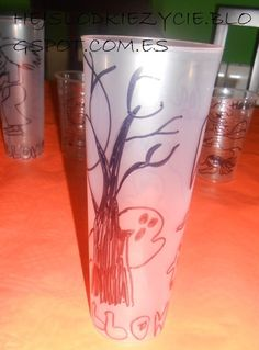 Vasos de plastico decorados para Halloween:)