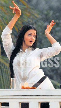 Actress Aishwarya Rai, Celebrity Crush, Ash, Crushes, Actresses, Celebrities, Beautiful, Gray, Female Actresses