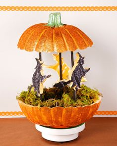 "Martha and ""the Pumpkin Lady"" Lisa Berberette demonstrate how to make a funkin witch carousel."