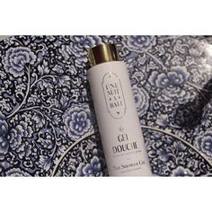 Enjoy the scents of ylang-ylang and jasmine as you take a bath and use this shower gel from Une Nuit a Bali which will help you in restoring you skin's natural barrier function…   تمتعوا برائحة الايلنغ والياسمين مع جل إستحمام من إن نويت بالي لتساعد بشرتكم على إستعادة وظائفها الطبيعية  #O100Perfumery #UneNuitABali #Riyadh #SaudiArabia #ShowerGel #BodyCareCollection #Exclusive